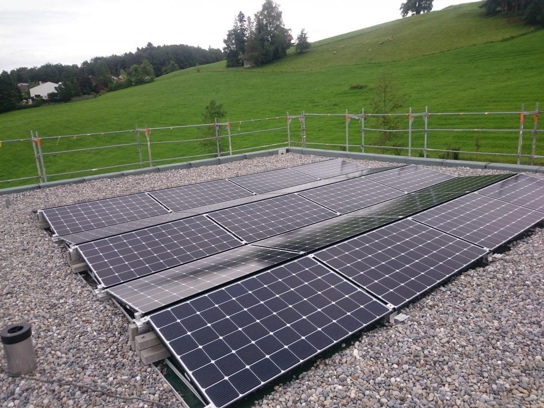 Photovoltaik Solarstrom Flachdach Flawil Dietfurt G&O sunsolutions Dachsanierung Toggenburg Wil Batteriespeicher