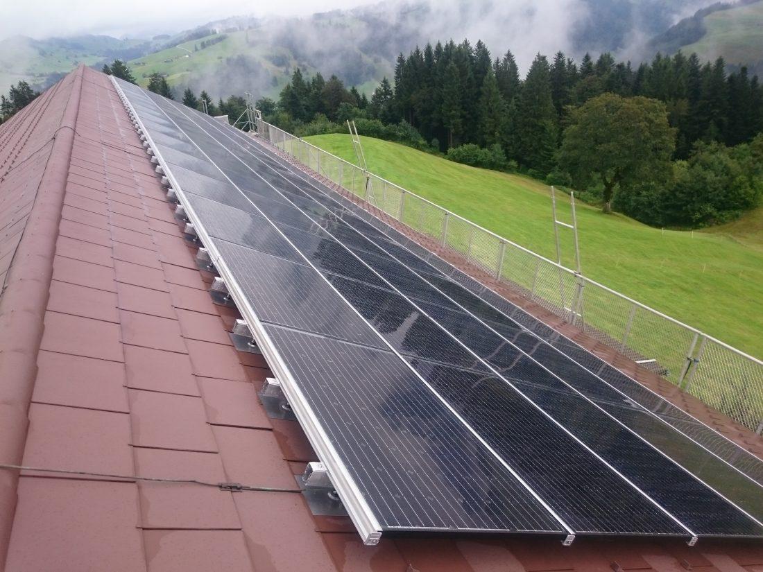 photovoltaikanlage-aufdach-indach-energiespeicher-dachsanierung-toggenburg